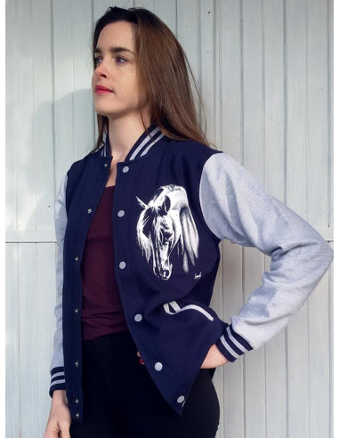 Veste a pressions, bleu marine mixte pour enfants avec un cheval blanc. Vue de coté.